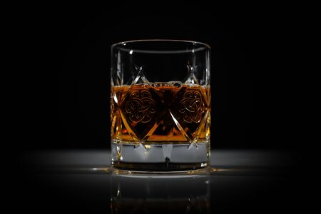 A glass of whiskey on the table in dark. Perfect light. Banque d'images - 138577056