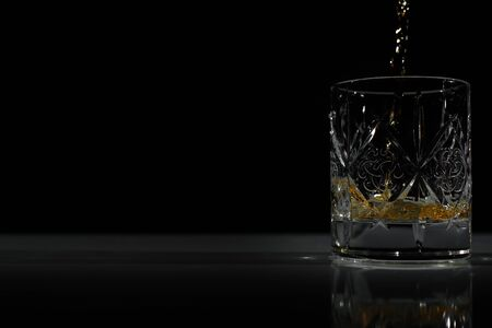 empty glass in which poured Scotch/whiskey Banque d'images - 138577025