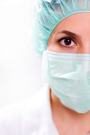 nurse cap: Donna in maschera chirurgica