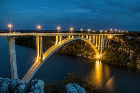 Most nad rzeką Krka w pobliżu miasta Skradin Zdjęcie Seryjne