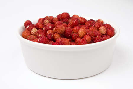 wild strawberry: A close-up of a bowl of fresh wild strawberry