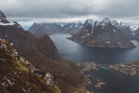Scenic landscape of Lofoten islands: peaks, lakes, and houses. Reine village, rorbu, reinbringen Stock fotó