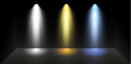 Ensemble de projecteurs colorés sur fond noir. Eclairage lumineux avec spots. Le projecteur est blanc, bleu