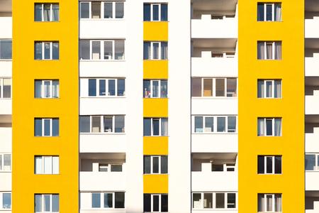 Nuevo edificio de apartamentos con balcones de cerca Foto de archivo