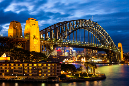 Sydney Harbour Bridge at Blue Night Banco de Imagens - 27821782