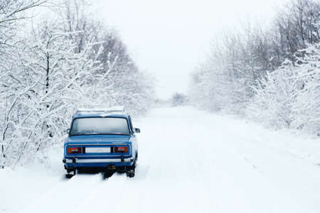 blue cars made in the USSR, in a snowy forest Imagens