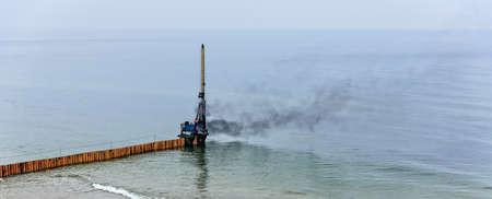 Tup Baumachine construction works Baltic Sea Stockfoto