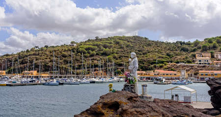 Patron port rocks Castelsardo statue