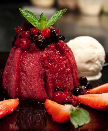 summer pudding: summer pudding