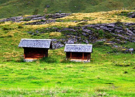 wooden hut: wooden hut in mountains