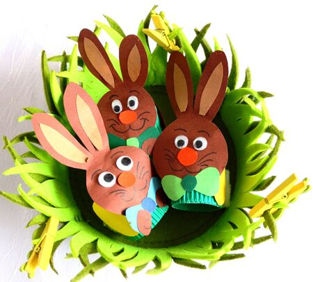 tinkered: Paper Easter bunnies in the nest
