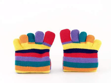 dedo meÑique: calcetines largos de colores sobre fondo blanco