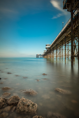 Llandudno pier showing the structural iron work covered in barnacles. Standard-Bild