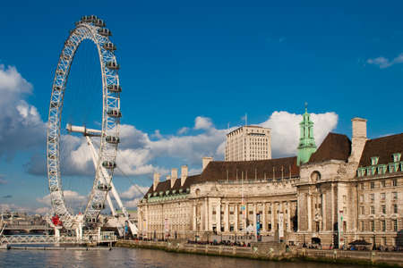 eye traveller: The London Eye and County Hall