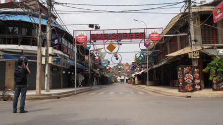 pub street in siem reap cambodia now empty and closed as there are no tourists because of corona 新聞圖片