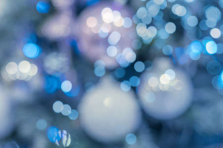 Blue christmas background. blurred christmas tree background in winter colors 免版税图像