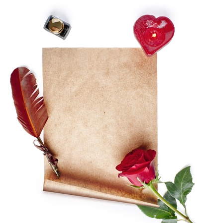 羊皮紙、クイル、バラ、蝋燭および白い背景の上のインク 写真素材