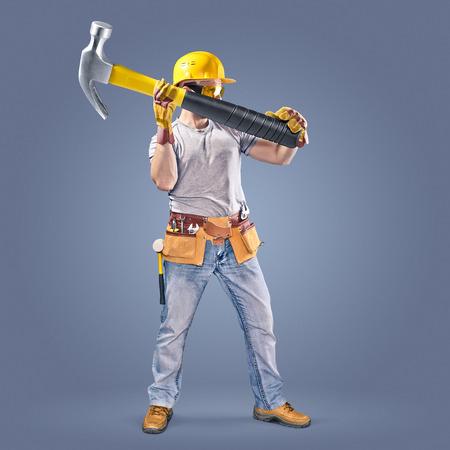 ツール ベルトとハンマーで建設労働者 写真素材