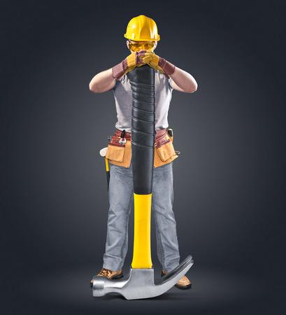 ツールとハンマーでヘルメットの建設労働者