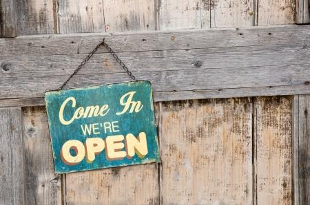 abrir puerta: Vintage se?abierta Foto de archivo