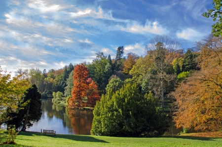 stourhead: Stourhead lake, England in the autumn