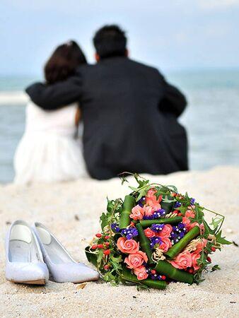 heiraten: Die schöne Paar am Strand, die Liebe Lizenzfreie Bilder
