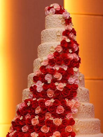 flower age: Big Roses Wedding Cake