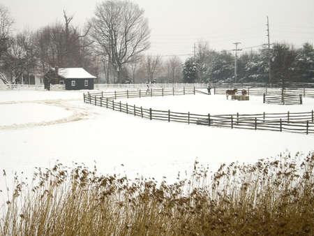 Diese schneebedeckten Hof Szene hat eine leichte Aquarell-Effekt.