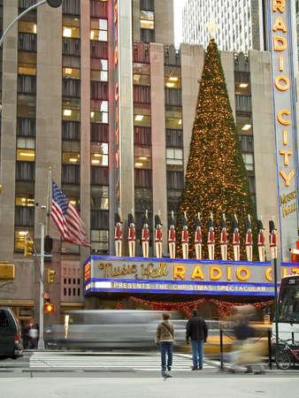 Radio City Music Hall, ein beliebter Ort in den Ferien in New York City.  Standard-Bild