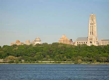 A view of Riverside church and Grants Tomb in Manhattan along the Hudson River from the New Jersey side. Reklamní fotografie