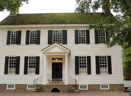 Ein historisches Gebäude im kolonialen Williamsburg Virginia.