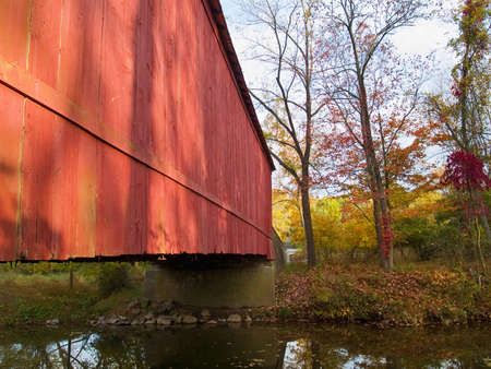 covered bridge: A close-up view of the Van Sant Covered Bridge crossing the Pidcock Stock Photo