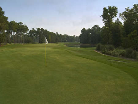 A sunny view of this beautiful golf course in Myrtle Beach, South Carolina. Reklamní fotografie