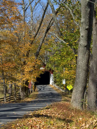 pa: An Autumn view of a country road leading to Knechts Covered Bridge in Bucks County, Pa. Stock Photo
