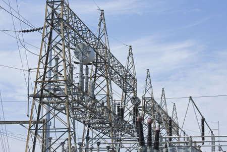 Een weergave van elektrische centrales apparatuur en kabels.