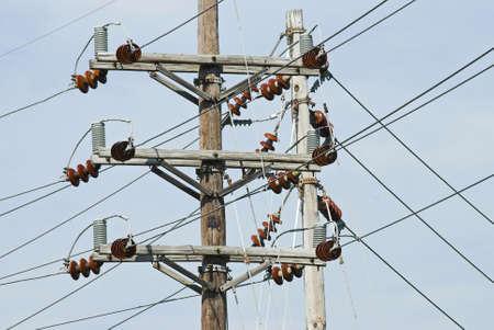 Een hoge spanning per pole in een elektrische centrales.  Stockfoto