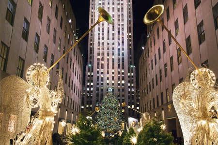 Rockefeller Center, New York, 2. Dezember 2011: Rockefeller Center alles rund um das neu eingerichtete beleuchteten Weihnachtsbaum. Editorial