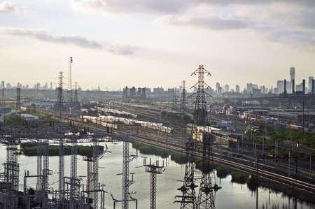 schlagbaum: Eine industrielle entlang der New Jersey Turnpike der alte Zug Yards und Strommasten