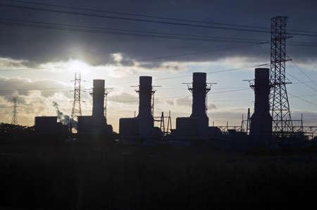schlagbaum: Eine Silhouette Blick auf ein Industriegebiet entlang der New Jersey Turnpike.