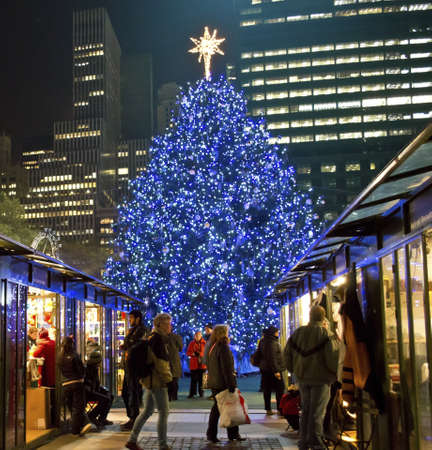 bryant park: NEW YORK - NOVEMBER 30: Tourists and shoppers visit the Shops at Bryant Park near the Christmas tree on November 30, 2012 in  New York City. Editorial