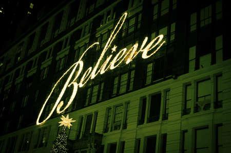 macys: NEW YORK - 14 dicembre: Macy situato in Herald Square come si � visto durante le vacanze su 14 Dicembre 2012 a New York City. Editoriali