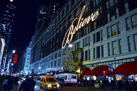 macys: NEW YORK - 14 dicembre: Macy trova in Herald Square come si � visto durante le vacanze il 14 dicembre 2012 a New York City.