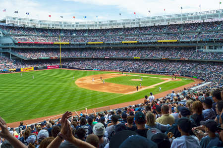 NEW YORK-7. September Ein volles Haus für die Yankees vs Red Sox im Yankee-Stadion am 7. September 2013 in New York City Editorial