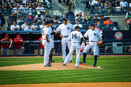 yankee: NEW YORK-APRIL 26  Derek Jeter leads a team meeting on the mound in his final season in baseball at Yankee Stadium on April 26 2014 in the Bronx  Derek Jeter has been the Yankees team captain since 2003  Editorial