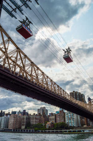 ed: The Ed Koch Queensboro Bridge and the Roosevelt Island Tram over the East River in Manhattan