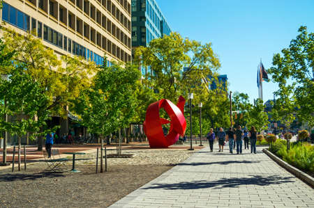BALTIMORE, MARYLAND-SEPTEMBER 27-A view of office buildings and street sculpture near the Inner Harbor on September 27 2014 in Baltimore Maryland. Редакционное