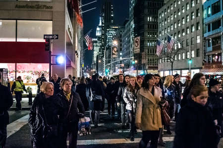 ave: NEW YORK-NOVEMBER 30: A crowded Fifth Ave. during the holidays on November 30, 2012 in New York City. Editorial