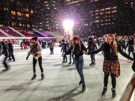 bryant: NEW YORK-DECEMBER 10: Ice skaters enjoy the falling snow at the Bryant Park skating rink on December 10, 2014 in Manhattan.