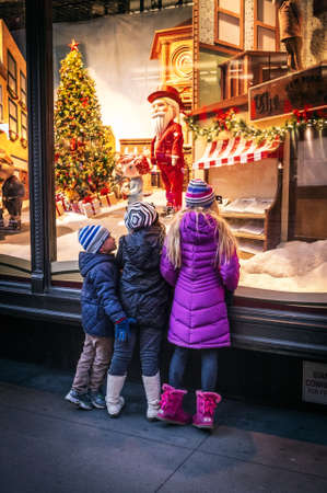 macys: NEW YORK-DECEMBER 31: Children look in wonder upon the Macy?s window display on December 31, 2014 in Manhattan.