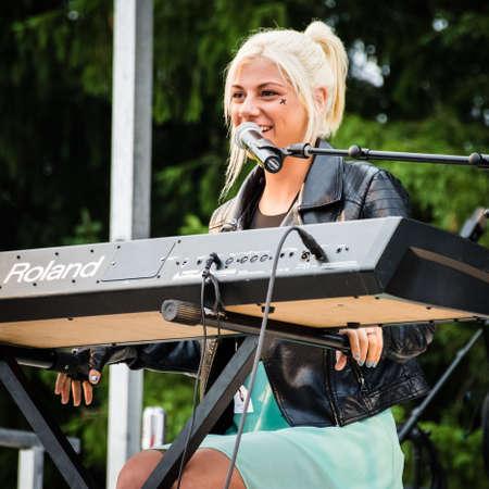 Manalapan, New Jersey 20 JUNI - Jax de American Idol finalist geopend voor David Cassidy, de Manalapan Day concert op 20 juni 2015 in New Jersey. Redactioneel